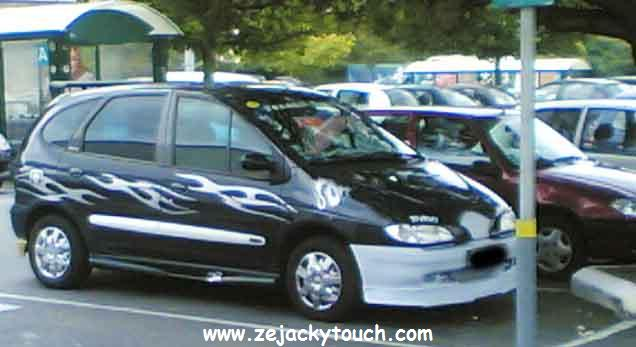 Renault Scenic noir Flaming jacky tuning