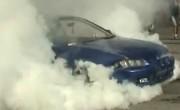 Vidéo – Le roi du Parking brûle sa voiture